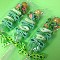 This listing is for 6 St Patrick Candy Kabobs. This Candy Kabobs come with sour candy, gummy and gummy rings candies. Each one is made to order and individually wrapped and tied with a matching ribbon. Holiday Treats, Holiday Fun, Candy Kabobs, Candy Grams, Ninja Turtle Party, Ninja Turtles, St Patricks Day Food, Green Candy, Sour Candy
