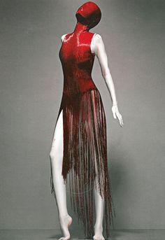 Alexander McQueen dress featured in the Savage Beauty exhibition Haute Couture Style, Couture Mode, Couture Fashion, Cl Fashion, Look Fashion, Womens Fashion, Fashion Design, Fashion Dresses, Vogue