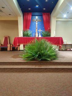Church Altar Decorations, Church Christmas Decorations, Church Wedding Flowers, Altar Flowers, Easter Flower Arrangements, Floral Arrangements, Christian Holidays, Palm Sunday, St Joan
