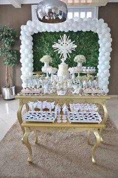Decoração para batizado no tema anjos, cores branco e dourado