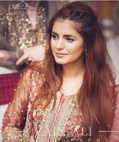 Momina in Pakistani dress Pakistani Girl, Pakistani Actress, Pakistani Dresses, Prettiest Actresses, Beautiful Actresses, Cute Celebrities, Celebs, Muslim Women Fashion, Beauty Around The World