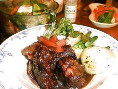 ストウブで赤ワイン牛スネ煮込み by asa / 牛スネ肉に赤ワインがしみこみ軟らかくて美味しい♡ / Nadia
