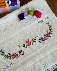 Cross Stitch Borders, Cross Stitch Flowers, Cross Stitch Designs, Embroidery Fashion, Crewel Embroidery, Bargello, Needlepoint, Diy And Crafts, Towel