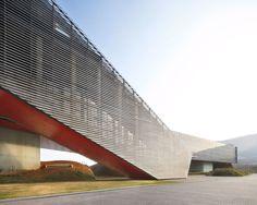 Steven Holl Architects, OPEN Architecture, Hufton + Crow · Vanke Center: A Horizontal Skyscraper Over Maximized Landscape · Divisare