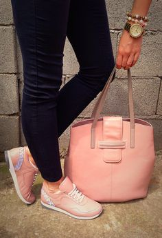 E N I H O R N bag and LillaTankSzigeti shoes is the perfect match in color and style too! am I right?! ❤️