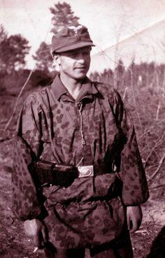1st Fallschirm-Panzer Division Hermann Göring (wearing a SS smock but Luftwaffe uniform and beltbuckle)