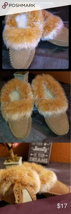 ✔ BRAND NEW✔Kacey cow suede with rabbit fur This is new. Never been worn. The size is 7. Super comfy and perfect to keep your feet warm. Wool blend lining , sheepskin footbed. Shoes Flats & Loafers