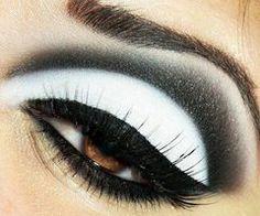 Beautiful bold eye shadow