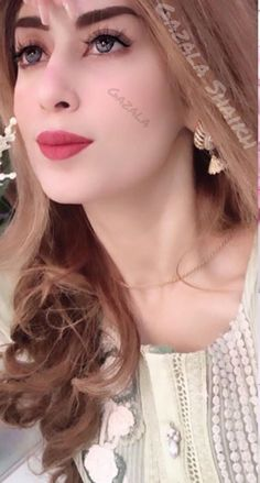 Gazala Shaikh Stylish Girls Photos, Girl Photos, Cute Girl Poses, Cute Girls, Hijab Fashion, Poetry, Pastel, Pearls, Beautiful
