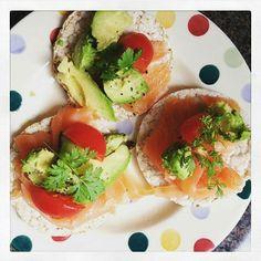 Avocado+Salmone=DROGA #cenettaleggera #bonapetit #pappabuona #instafood #pornfood #foodporn #gallette #salmone #avocado #pomodorini #good #sooooogooood #dinner #dinnertime #lightdinner #summerdinner #lightfood #healthyfood #healthyme #pappaaaa #miprovochietemagno #like #lfl #lbackteam #picoftheday #photooftheday #avocadoiloveyou #pois #foodoftheday