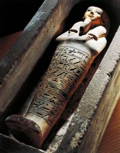 Stone shabtis inside sarcophagus. Egyptian civilization, Second Intermediate Period, Dynasty XVIII. Stone shabtis inside a sarcophagus. (с) DEA / A. DAGLI ORTI