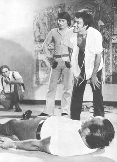 Bruce Lee on set from Way of the Dragon