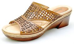 Attractive and versatile! Wedge Sandals, Shoes Sandals, Heels, Beautiful Muslim Women, Earth Shoes, Toilets, Womens Slippers, Beautiful Shoes, Comfortable Shoes