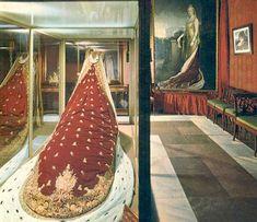 Manto de corte de Victoria Eugenia en el palacio de Aranjuez