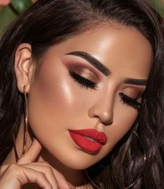 Make Up; Make Up Looks; Make Up Augen; Make Up Prom;Make Up Face; Smokey Eye Makeup Look, Red Lip Makeup, Glam Makeup, Makeup Inspo, Makeup Inspiration, Beauty Makeup, Makeup Ideas, Makeup For Red Dress, Makeup Geek