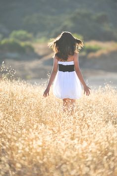 I have ALWAYS wanted to run through a wheat field @Kellie Leonard Huff