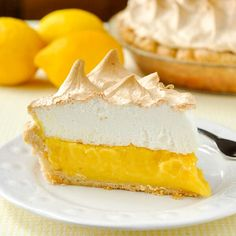 Homemade Lemon Meringue Pie - If your pie comes from powder in a box, STOP! A fantastic homemade lemon meringue pie, completely from scratch, is better actually just as easy to prepare Lemon Desserts, Lemon Recipes, Köstliche Desserts, Pie Recipes, Delicious Desserts, Dessert Recipes, Lemond Curd, Rock Recipes, Lemon Meringue Pie