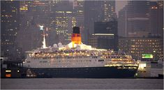 Cruise Ship History: The Q.E. 2 Makes Final Visit to New York ...