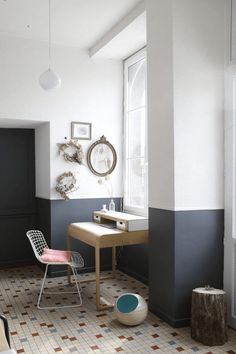 9 Warm Tips: Wainscoting Height Entry Ways wainscoting living room with fireplace.Wainscoting Living Room With Fireplace. Half Painted Walls, Half Walls, Striped Painted Walls, Two Tone Walls, Apartment Painting, Painting Bedrooms, Bathroom Paintings, Estilo Interior, Interior Paint Colors