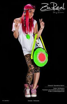 Neon green circular bag - Glowing strips.  Concéntrica Ilusión.  #Fashion #bag #neon