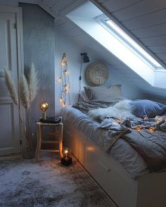 Do you need romantic bedroom decor ideas for your home? We got several amazing romantic bedroom ideas with its unique and comfortable space. Apartment Bedroom Decor, Room Ideas Bedroom, Home Bedroom, Modern Bedroom, Decor Room, Bedroom Curtains, Bedroom Nook, Shabby Bedroom, Romantic Bedrooms