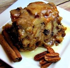 Best Slow Cooker Bread Pudding Thank you to the Sassy Slow Cooker for creating this yummy dessert recipe! Nutrition Facts of the Best Slow Cooker Br. Crock Pot Desserts, Slow Cooker Desserts, Just Desserts, Slow Cooker Recipes, Delicious Desserts, Dessert Recipes, Cooking Recipes, Yummy Food, Crockpot Recipes