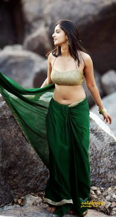 Anushka Shetty Hot In Backless Blouse Photos and Navel Show HD Stills. Anushka Shetty Hot In Backless Blouse Ph. White Saree Blouse, Black Saree, Green Saree, Hot Actresses, Indian Actresses, Anushka Shetty Navel, Actress Anushka, Bollywood Actress, Tamil Actress