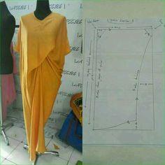 Assymetrical dress pattern Order via line : Modelliste Pattern (withNo photo description available. Pattern Cutting, Pattern Making, Dress Sewing Patterns, Clothing Patterns, Sewing Clothes, Diy Clothes, Mode Batik, Kaftan Pattern, Assymetrical Dress