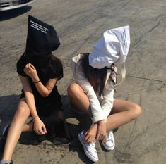 girl, black, and grunge image Couple Ulzzang, Ulzzang Girl, Best Friend Pictures, Bff Pictures, Korean Couple, Korean Girl, Best Friend Goals, My Best Friend, Korean Best Friends