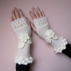 FLOWERS Feminine Crochet Fingerless Gloves, decorated with flowers in off white