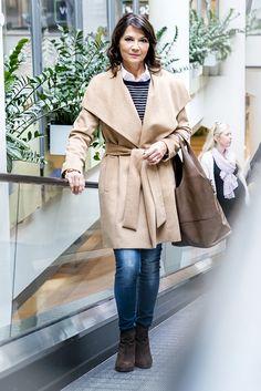 Béžový kabát je zimnou klasikou každej dámy a ak ho ešte nemáte odporúčame Vám navštíviť značku MANGO v Poluse, kde okrem kabáta nájdete v prijateľných cenách aj všetky ostatné kúsky použité pri tomto modele.