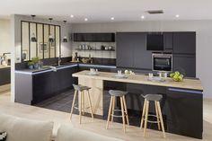 7 windows that will make you crack - Kitchen Decor Grey Kitchen Cabinets, Kitchen Flooring, Cupboard Makeover, Apartment Kitchen, Küchen Design, Home Interior, Kitchen Remodel, Kitchen Decor, Space Kitchen