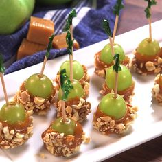 Caramel Apple Grapes - These are so adorably poppable. Source by Delish. Caramel Apple Grapes - These are so adorably poppable. Source by Delish. Snacks Für Party, Appetizers For Party, Toothpick Appetizers, Baby Shower Appetizers, Fruit Appetizers, Fruit Party, Individual Appetizers, Game Night Snacks, Party Canapes