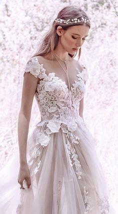 1eeba9631981 abito da sposa con applicazioni effetto 3D Collezione Per Spose