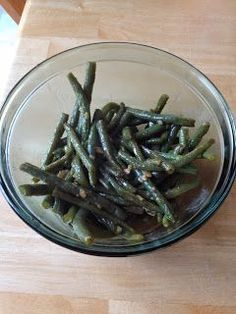 The Most Delicious Way to Cook Green Beans: Pan fry garlic in oil & butter, add beans, salt pepper, toss then add chicken stock and boil for mins! Side Dish Recipes, Vegetable Recipes, Vegetarian Recipes, Cooking Recipes, Healthy Recipes, Cheap Recipes, Healthy Options, Cooking Tips, Dinner Recipes