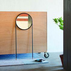 espejo de pie   circular mirror   Espejo circular   la Mamba   Omelette-ed   Corcho   Acero.