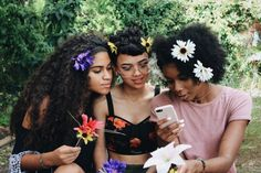 Willow, Dawn and Tara likes to wear flowers and flowercrowns every opportunity they have jddjdudj