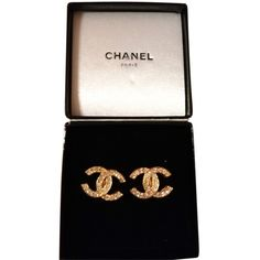 Pre-owned Chanel Large Cc Earrings. Shoulder Bag ($557) ❤ liked on Polyvore featuring bags, handbags, shoulder bags, gold, gold shoulder bag, chanel purses, chanel handbags, gold purse and black gold handbag