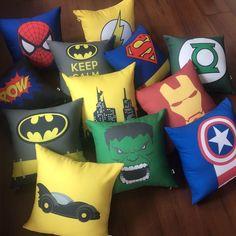 Sucesso total do nosso site!! Almofadas #superherois para decorar o quarto dos pequenos e dos grandões! Compre no nosso site www.engenhocarias.com.br (link na bio) e parcele em até 10 vezes #superheroes #batman #ironman #lanternaverde #superman #superhomem #homemaranha #flash #gothamcity #hulk #capitaoamerica #engenhocarias #decor #decorbaby #maedemenino #quartodemenino #decorkids