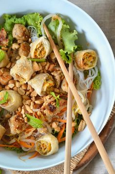 Bo bun au poulet {salade asiatique} - Recette facile - Tangerine Zest - The Best For Dinner Healthy Recipes Healthy Cooking, Cooking Recipes, Cooking Ideas, Vegetarian Recipes, Healthy Recipes, Simple Recipes, Asian Recipes, Ethnic Recipes, Bun Recipe