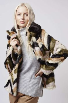 Photo 2 of Faux-Fur Contrast Collar Patterned Coat
