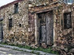Puertas con recuerdos - Castilla y Leon Salas de los Infantes