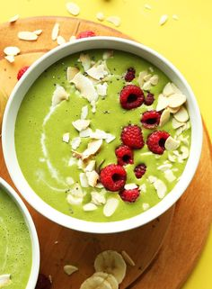 What better way to start your week than with a delicious Matcha Smoothie Bowl - recipe via Minimalist Baker http://minimalistbaker.com/matcha-green-smoothie-bowl/