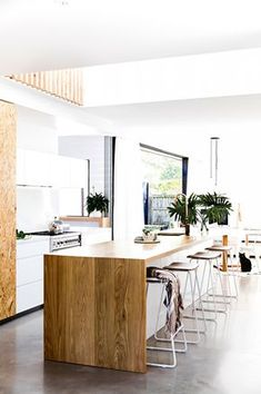 Cool wood and white design in the room giving it a contrasting look. The design of the room feels very expensive and new due to its modern look and very bright living space Home Decor Kitchen, Interior Design Kitchen, New Kitchen, Space Kitchen, Kitchen Island, Gloss Kitchen, Kitchen Cabinets, Beach House Kitchens, Home Kitchens
