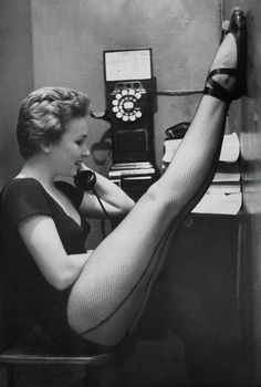 vintage everyday: 16 Vintage Photos of Nylon Stockings' Allure in the 1940s and 1950s