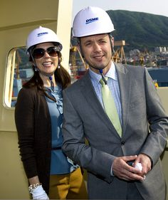 Crown Prince Frederik and Crown Princess Mary at the steel cutting ceremony for the first Triple-E vessel http://i2.jimg.dk/2012/5/14/8/hv1ciz3e.jpg