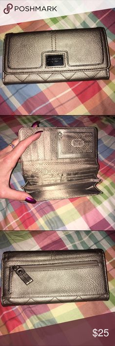 Relic Metallic Wallet New without tags, beautiful versatile golden metallic shade. Perfect condition, no signs of wear. Check out my other listings to bundle and save 25% 😎! Relic Bags Wallets