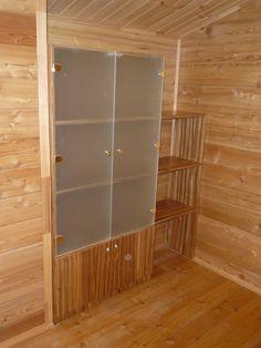 Книжный шкаф со стеллажом, изготовленные на заказ по индивидуальным размерам.