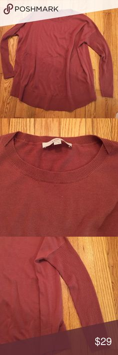 ⚡️Loft ribbed sleeve sweater 🍁 Like new!. Loft ribbed long sleeve sweater. This is very flattering on. 💕The color is kind of a dark dusty rose/rust color. Loose/boxy fit but not too much.. Perfect with a pair of leggings or skinny jeans. 60% acrylic and 40% nylon. This is incredibly soft🎀 LOFT Sweaters