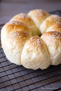 Soft and fluffy milk bread shaped as a flower wreath Bread Bun, Bread Rolls, Yeast Rolls, Bread Recipes, Baking Recipes, Milk Bun, Japanese Bread, Bread Shaping, Bread And Pastries